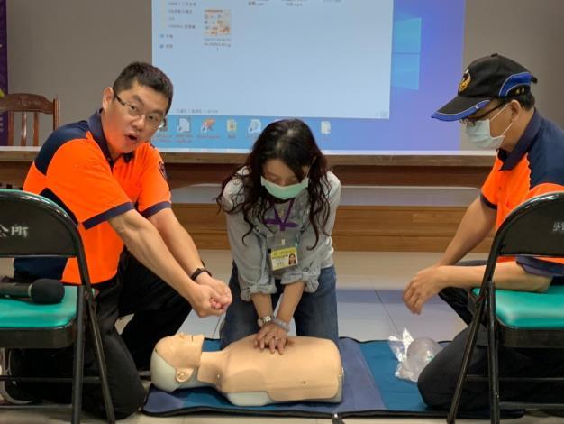 藉由專業講師講解消防訓練課目、CPR與AED救護課程