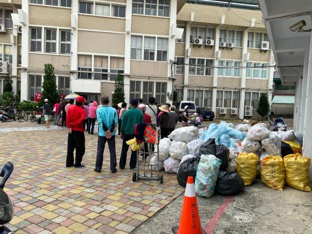 民眾熱烈響應,共計回收近萬個廢棄容器。
