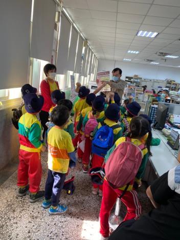 公所向小朋友們進行災害防救宣導2