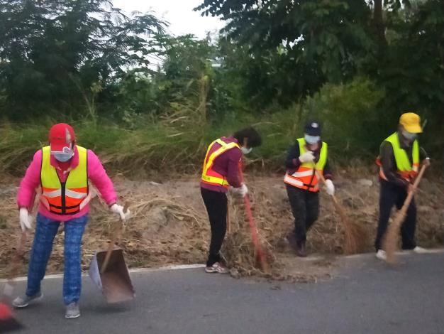 義工隊進行環境清潔2