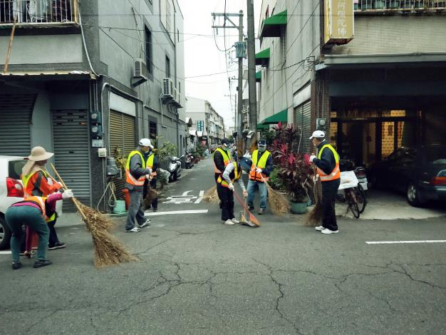 環保義工隊打掃社區