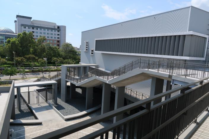 永華國民運動中心景觀樓梯一偶