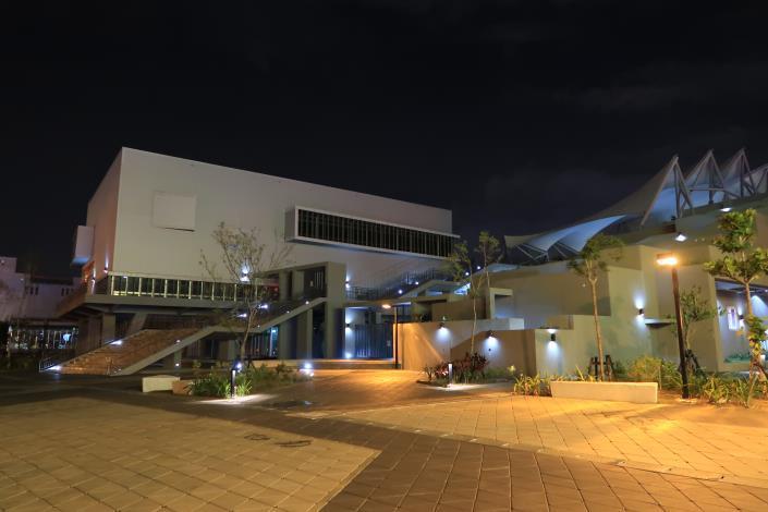 永華國民運動中心之夜間正門側邊