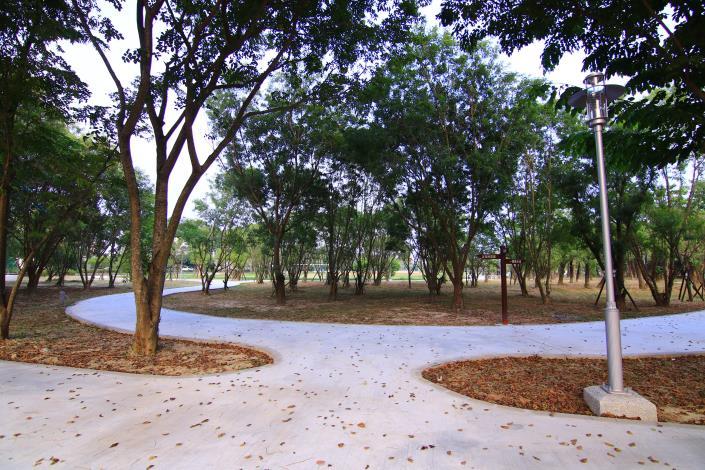 官田區環保公園改善工程-環型水泥走道出入口處
