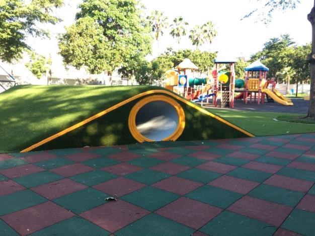 水萍塭公園整建工程-區內兒童遊戲區人工草皮溜滑梯