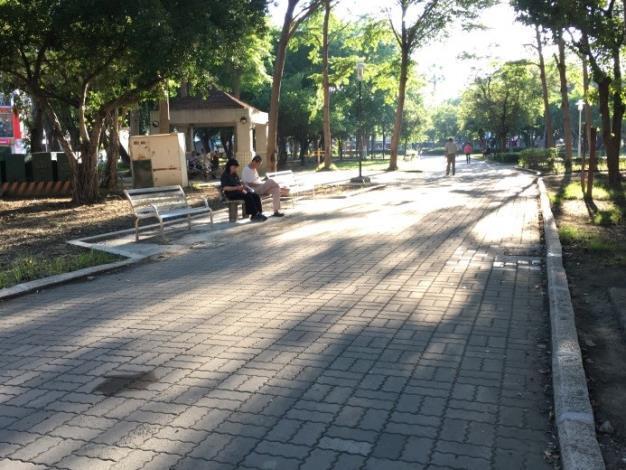 水萍塭公園整建工程-區內平整的步行走道