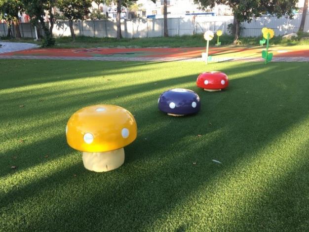 水萍塭公園整建工程-區內兒童遊戲區蘑茹造型椅