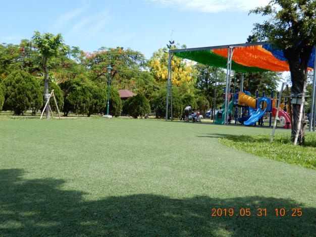 明和公園整修工程-綠色草皮上溜滑梯及遮陽網
