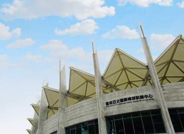 臺南亞太國際棒球訓練中心-少棒球場正門大標照及外觀特色屋頂