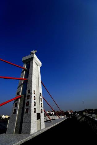 跨鹿耳門溪橋樑工程-雄偉的龍魚石柱