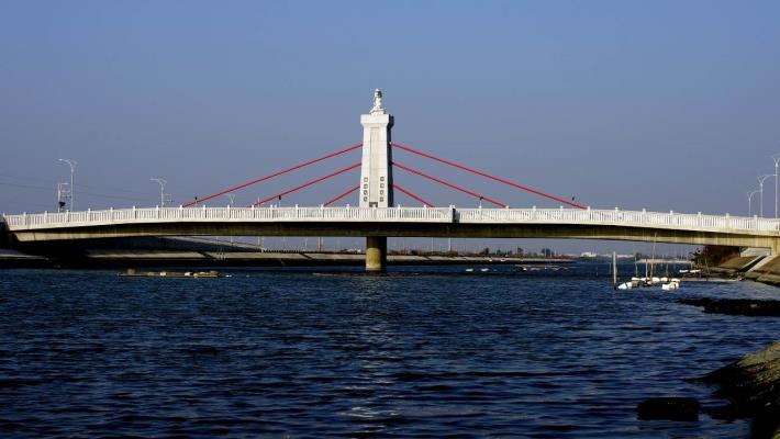 跨鹿耳門溪橋樑工程-橋側面全景