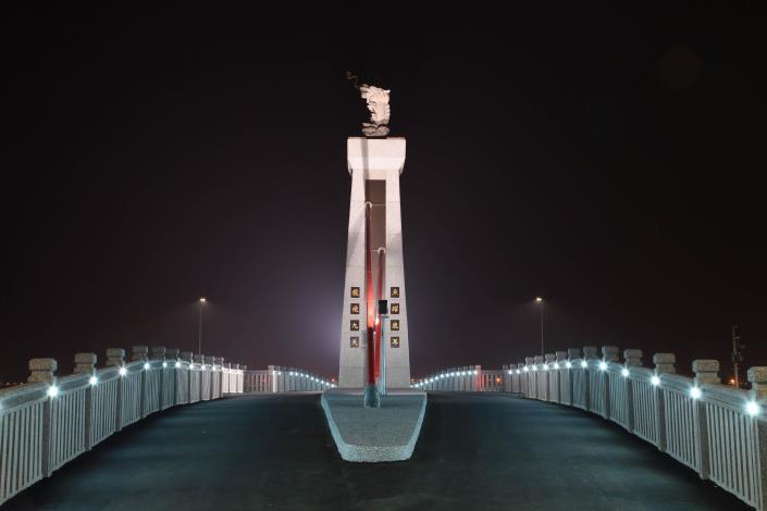 跨鹿耳門溪橋樑工程-車道夜拍龍魚燈光