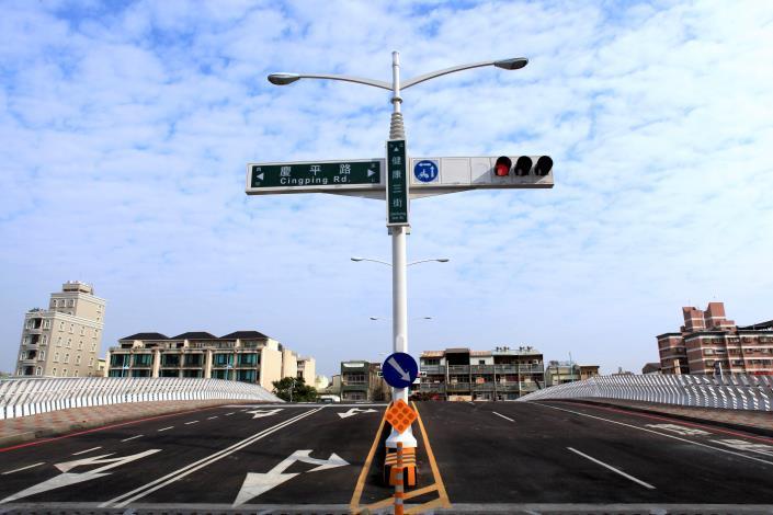 承天橋改建工程-橋面上路標