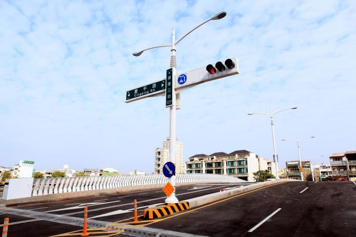 承天橋改建工程-橋面上交通號誌