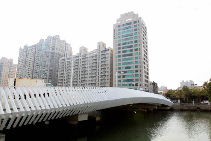 承天橋改建工程-橋面及鄰近大樓