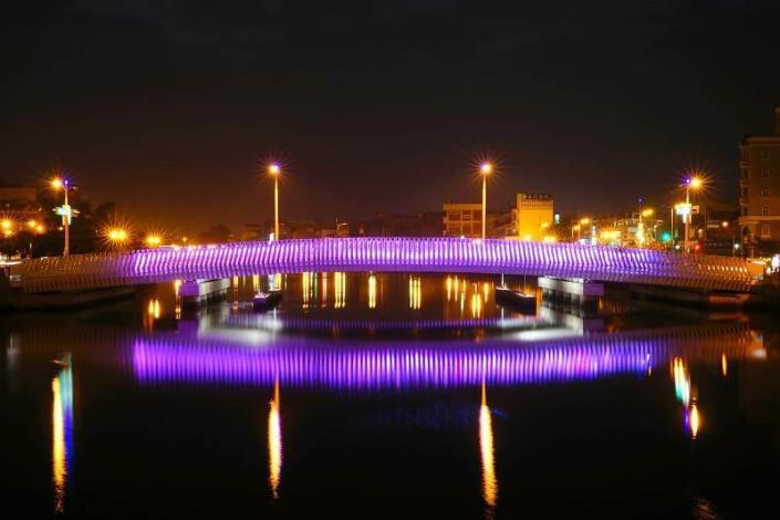 承天橋改建工程-夜間紫色燈光