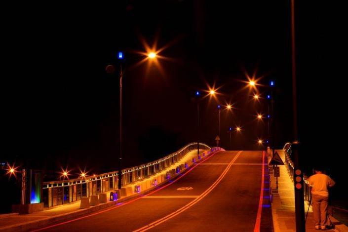 歷史水景公園景觀步道橋工程-夜間安平水景橋夜拍