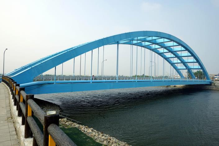 華宗橋-藍色鋼架橋身