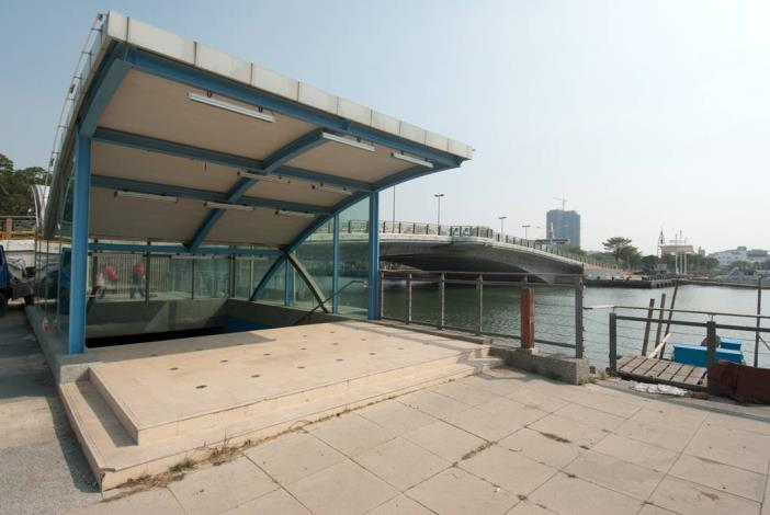 安億橋下河底景觀步道-運河博物館地下走道西側出口