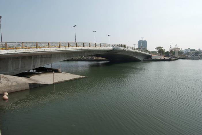 安億橋下河底景觀步道-橋側全景照