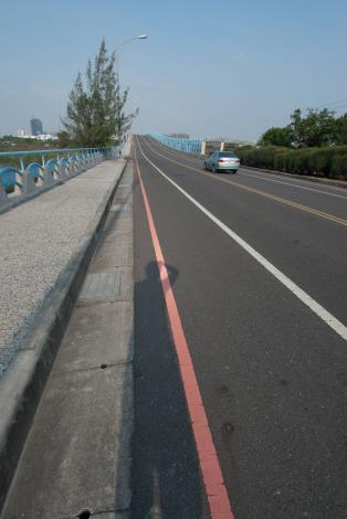 漁光大橋平整的路面