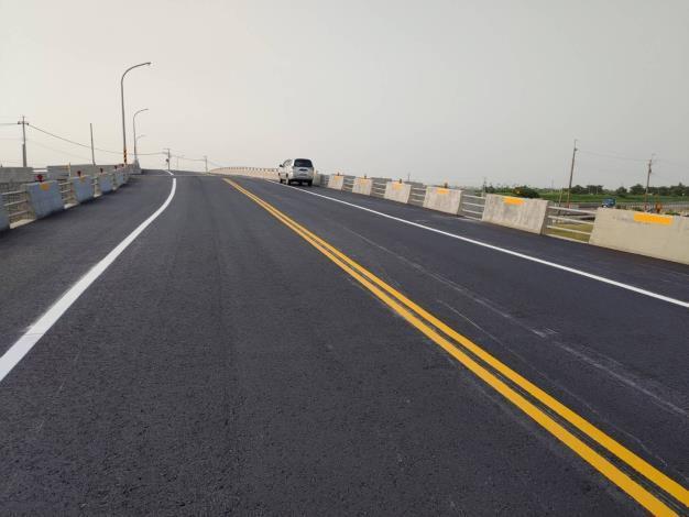 麻豆排水黑橋改建工程完成-路面