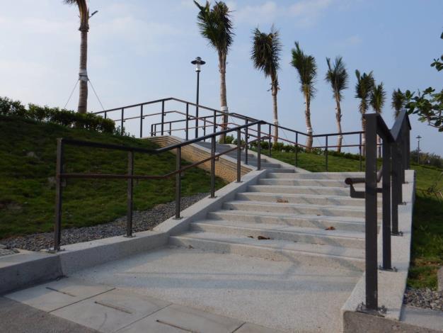 往沙灘樓梯
