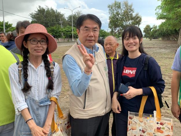 黃市長與參加民眾合影