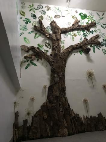 樹皮拼貼裝飾牆面