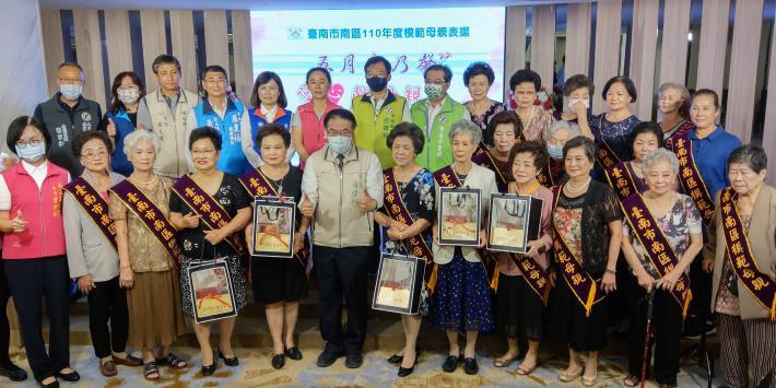 黃市長祝媽媽們母親節快樂