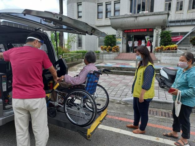 0617下午復康巴士載送長者至南區衛生所施打疫苗