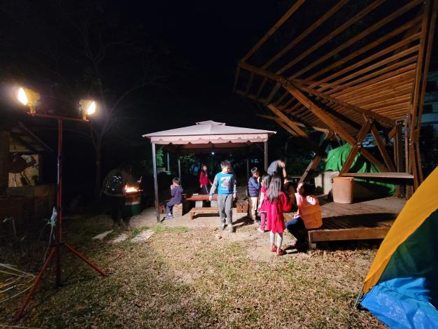 圖6.透過築角創意營造,老舊空間多了許多想像及可能性,也讓學童可以在其中盡情探索。
