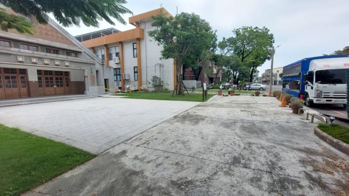 圖1-整合新化區公所、圖書館、公會堂等行政區周邊景觀重塑,營造友善人本環境