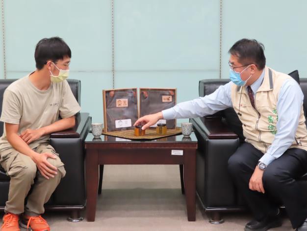 02市長與青年委員林韡勳一起大聊青年夢想.JPG