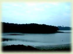 小南海水域湖面如鏡