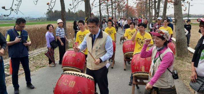 市長與蓮花園的孩子們一起打鼓