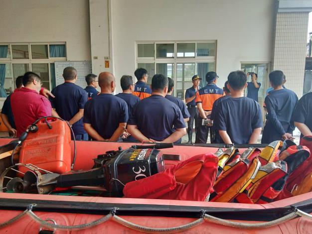 防塞衣及水上救生設備均已備妥