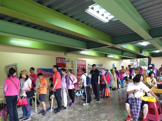 聯合宣導攤位吸引許多民眾參觀