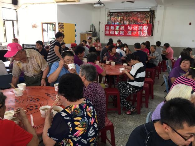 慶重陽活動,里民們歡樂聚餐