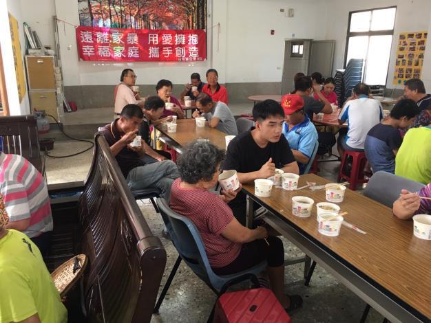 108年度詔豐(玉豐)里地方發展里民慶重陽活動-里活動中心內舉行餐會