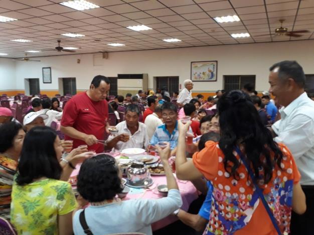 地方建設觀摩活動-里民們享用美味午餐