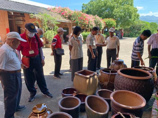 觀看陶製甕缸等產品
