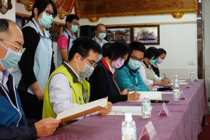 協力單位翻閱協定書並簽名.JPG