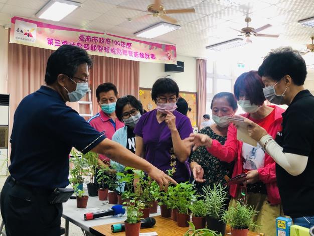 台南市辦理社區照顧關懷據點聯繫會報  多元政令宣導及園藝輔療課程優化據點服務(共3張)-1