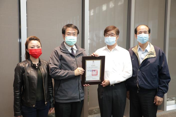黃偉哲市長感謝亞德客國際集團鼎力捐贈300萬元 暖助南市弱勢家庭