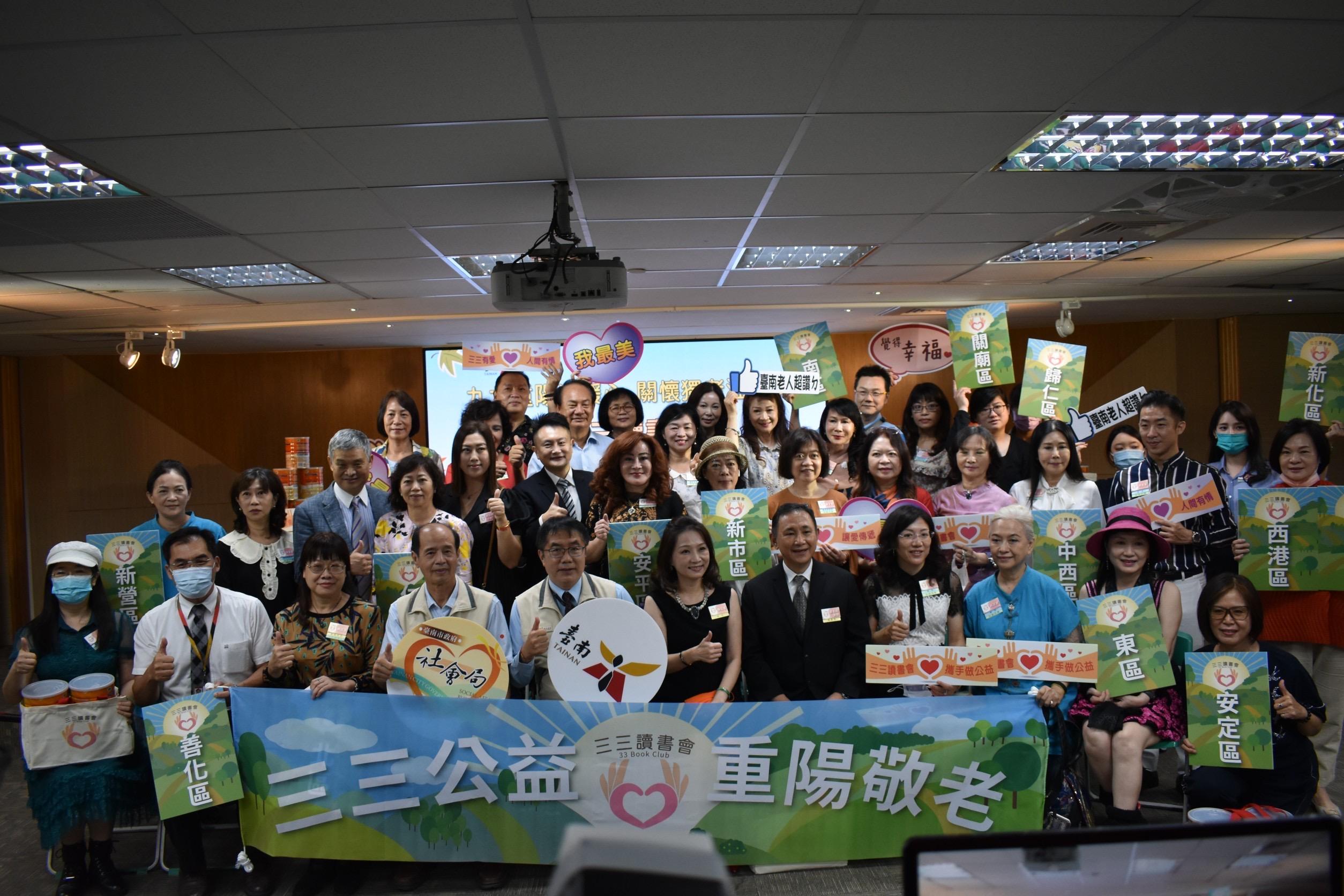 黃偉哲市長感謝三三讀書會捐贈燕麥片暖心關懷獨老