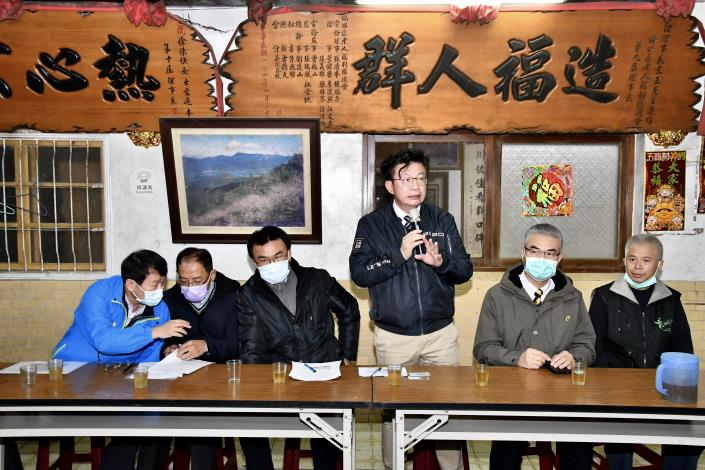 立法委員郭國文代表市民向農委會詢問梅嶺國有林解編進度
