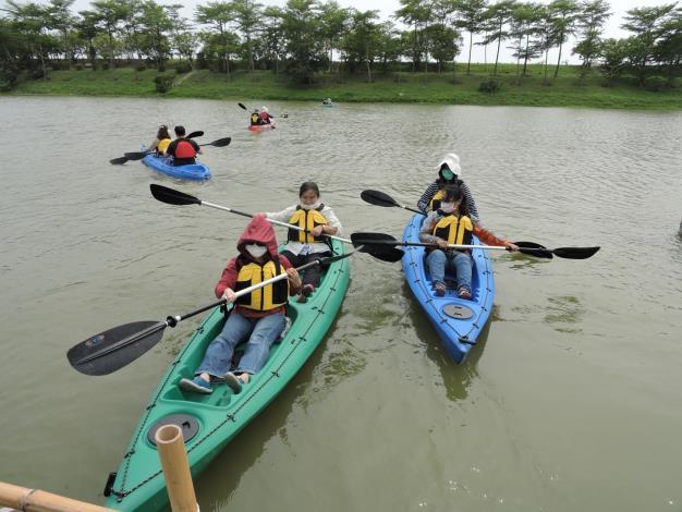 圖六、港尾溝溪滯洪池獨木舟體驗(濕盟提供)