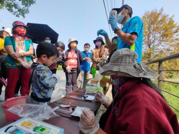 圖二、介紹埤圳濕地水質檢測方法