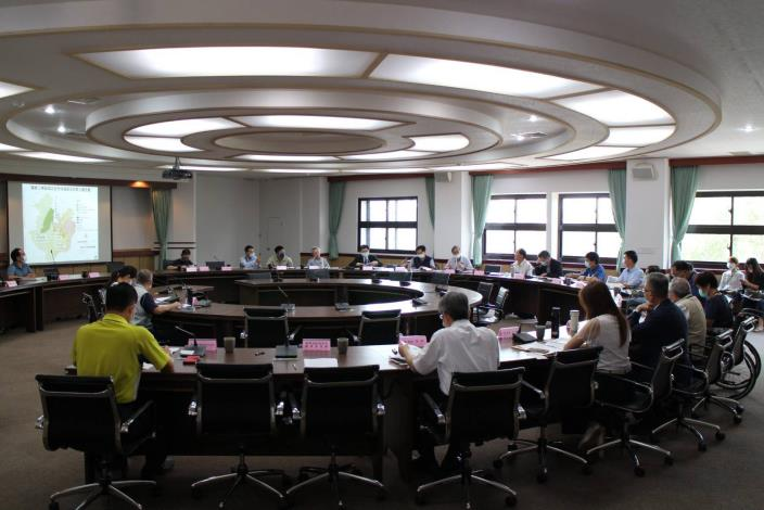 圖二、農業局召開自然地景及自然紀念物審議委員會(2)